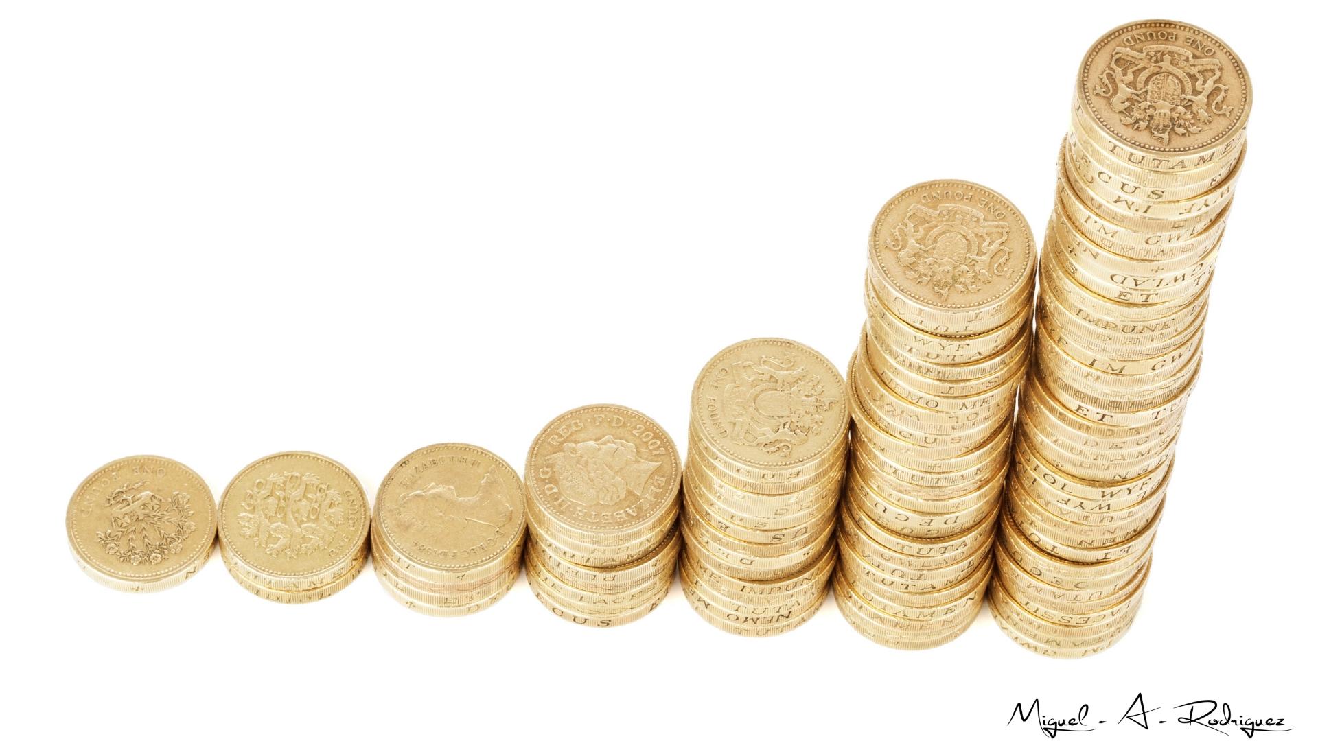 Monedas en escala